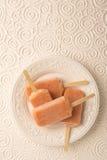 Клубника, апельсин, ананас, Popsicles плодоовощ манго снятые от a Стоковое Фото