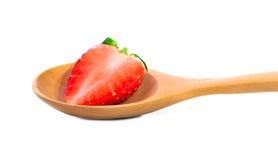 Клубника в деревянной ложке изолированной на белой предпосылке, Strawberr Стоковое фото RF
