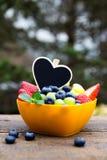 Клубники, виноградины и голубики на деревянном столе, черноте слышат Стоковые Фото