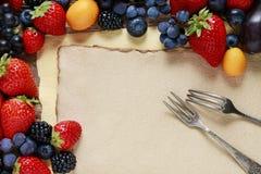 Клубники, голубики, ежевики, виноградины и кумкваты дальше Стоковое Изображение