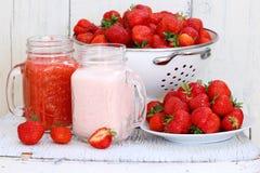 клубники десерта сладостные Десерт клубники с свежими ягодами и y Стоковое Изображение RF