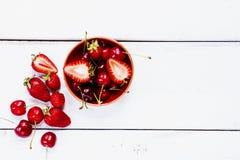 Клубники и вишни Стоковые Фото