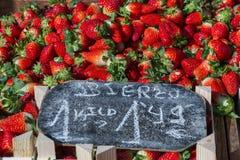 Клубники на рынке Стоковые Фотографии RF