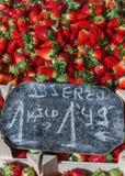 Клубники на рынке Стоковые Фото