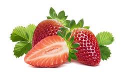 2 клубники, половинной ягода и листья 2 на белизне Стоковые Фото