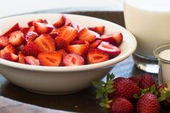 Клубники с молоком и сахаром Стоковое Фото
