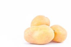 клубни картошек на изолированной еде белой картошки предпосылки здоровой Vegetable Стоковая Фотография