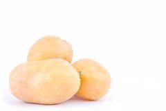 клубни картошек на изолированной еде белой картошки предпосылки здоровой Vegetable Стоковое фото RF