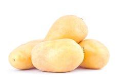 клубни картошек от рынка на изолированной еде здоровой картошки предпосылки Vegetable Стоковое фото RF