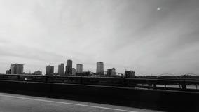 К центру города фронта реки стоковая фотография