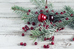 Клюквы, вишни и ветви рождественской елки Стоковая Фотография
