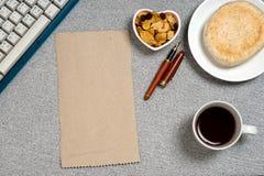 Ключевая доска блюда формы сердца закуски хлеба кофе Стоковые Изображения RF