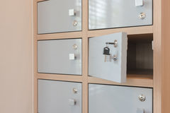 Ключевая смертная казнь через повешение от раскрывать дверей шкафчика Стоковые Фото
