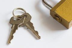 2 ключевое и закрытый padlock Стоковое фото RF