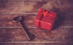 Ключевой и меньший подарок Стоковая Фотография