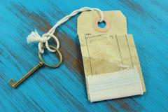 ключевой успех к Голубая деревенская деревянная предпосылка Стоковое Изображение RF