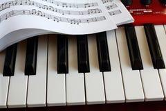 Ключевые синтезатор и лист музыки Стоковая Фотография RF