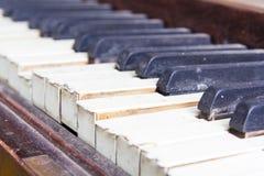 Ключи от старого сломанного поврежденного рояля Стоковое Изображение