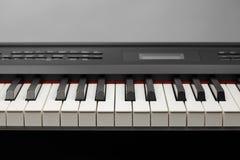 Ключи цифрового синтезатора рояля стоковое изображение