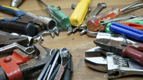 ключ белизны инструментов отвертки плоскогубцев предпосылки изолированный молотком установленный Стоковая Фотография
