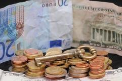 Ключ и деньги Стоковые Фотографии RF