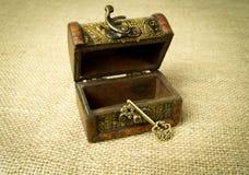 Ключ и комод Стоковая Фотография