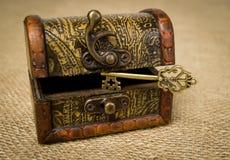 Ключ и комод Стоковые Фото