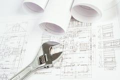 Ключ и чертежи, натюрморт конструкции Стоковая Фотография