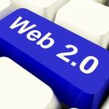 Ключ компьютера Web2 в сини показывая социальные средства массовой информации Стоковые Фотографии RF