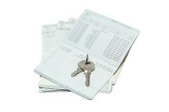 Ключ на банковской книжке на предъявителя Стоковая Фотография RF