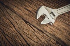 Ключ на деревянной предпосылке Стоковые Изображения RF