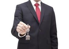Ключ дома в руке бизнесмена Стоковое Изображение