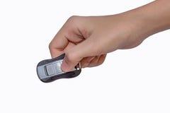 Ключ руки и автомобиля изолированный на белой предпосылке Стоковые Изображения
