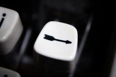 Ключ стрелки на винтажной машинке Стоковые Изображения RF