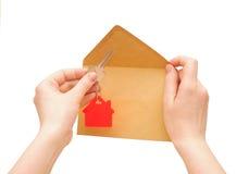 Ключ с красной домашней формой стоковые фотографии rf