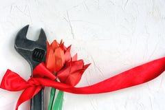 Ключ с красным тюльпаном ленты и origami Стоковое Фото