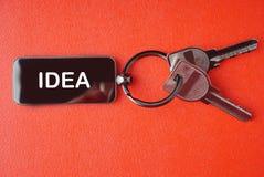 Ключ с словом на красной предпосылке, Стоковая Фотография RF