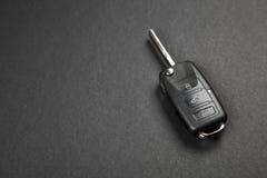 ключ темноты автомобиля предпосылки Стоковая Фотография RF