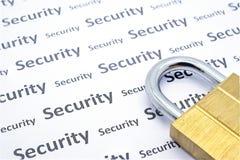 Ключ для всех замков Blass на белой бумаге с словом безопасностью Стоковая Фотография