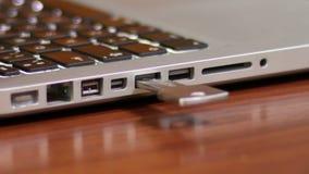 Ключ USB Pluging акции видеоматериалы