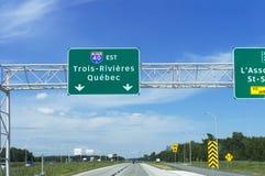 К Trois-Rivières, дорожный знак шоссе Québec стоковая фотография