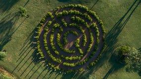Лабиринт в парке зеленых полей стоковое изображение rf