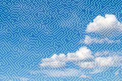 Лабиринт как абстрактная трехмерная картина против голубого неба с облаками иллюстрация вектора