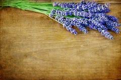 Лаванда на деревянной предпосылке Стоковая Фотография