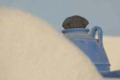 Лава на голубой греческой урне Стоковое фото RF