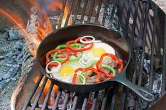 лагерный костер завтрака Стоковые Фотографии RF