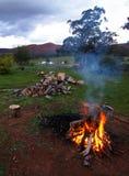 Лагерный костер на ферме Стоковое Фото