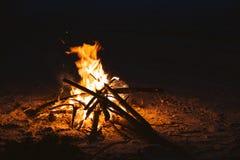 Лагерный костер огня Стоковые Фотографии RF