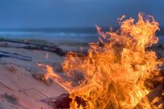 лагерный костер пляжа Стоковые Изображения