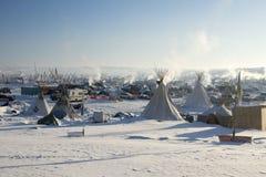 Лагерь в раннем утре, пушечное ядро Oceti Sakowin, Северная Дакота, США, январь 2017 стоковые изображения